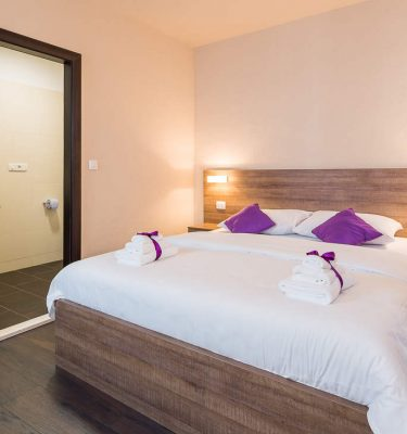7 Deluxe double rooms